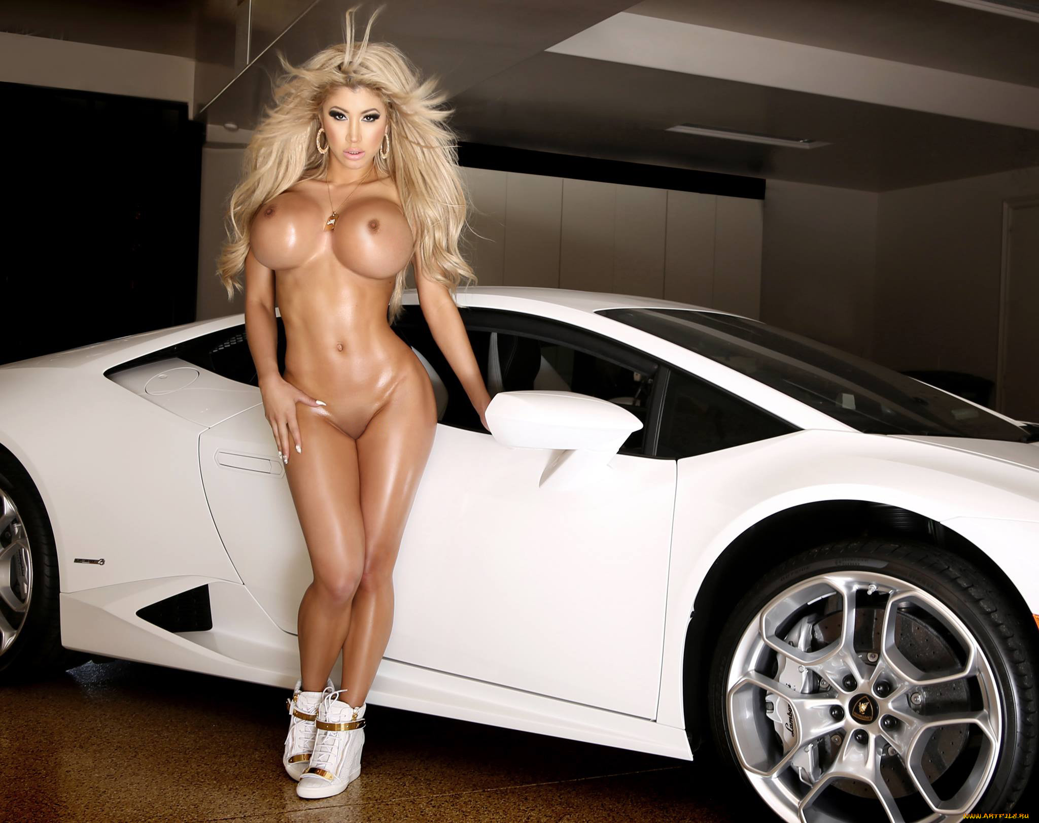 Авто и голые девушки